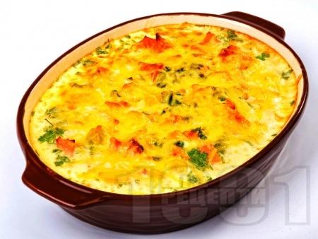 Зеленчукова запеканка с картофи, сметана, шунка, яйца и кашкавал на фурна - снимка на рецептата